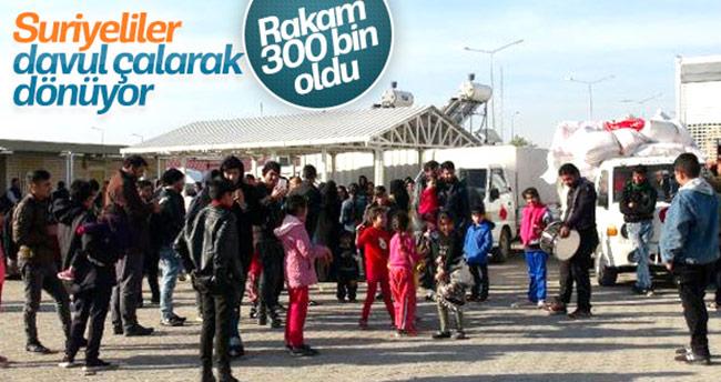 Suriyeliler halay çekerek ülkelerine gitti