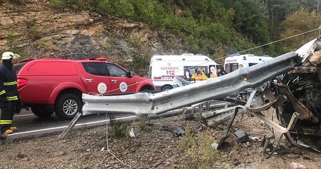 Antalya'da Suriyelilerin bulunduğu minibüs şarampole devrildi