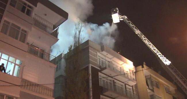 Konya'da beş katlı binanın çatısı alev alev yandı