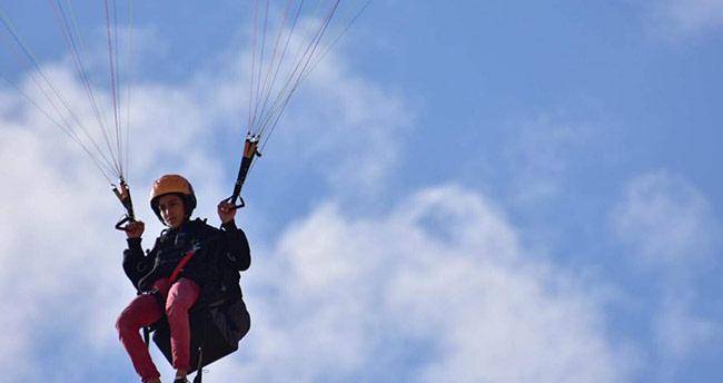 Paraşütçü baba-oğulun gökyüzü tutkusu