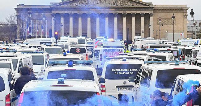 Fransa'da 'sarı yelekliler'den sonra ambulans çalışanları da sokağa döküldü