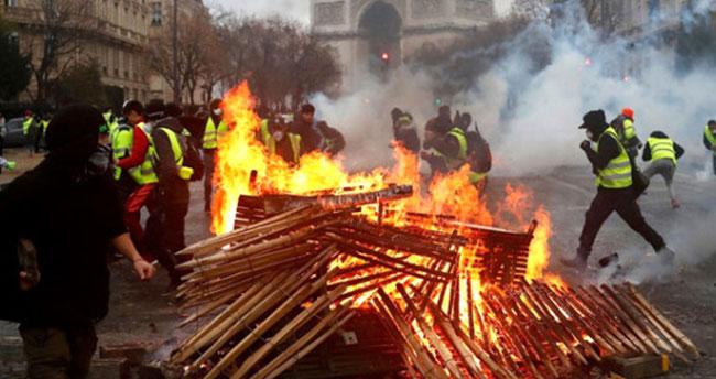 Göstericiler hükümete geri adım attırdı
