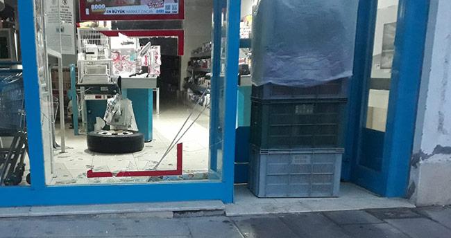 Konya'da minibüsten fırlayan teker markete girdi