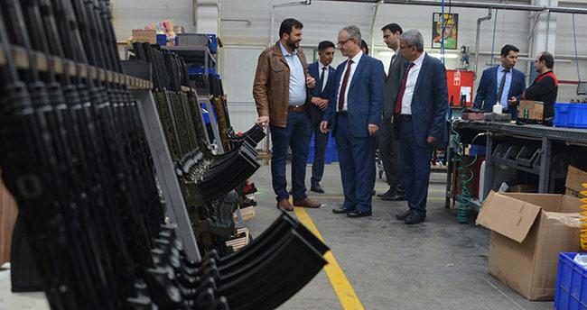 Rektör Özçelik, Beyşehir'de Silah Fabrikalarını Ziyaret Etti