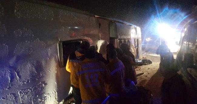 Üç yolcu otobüsü devrildi! 3 ölü, 72 yaralı