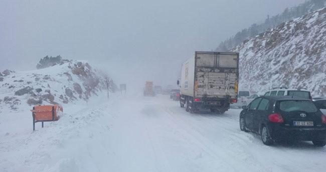 Antalya-Konya Karayolunda Kar Kalınlığı 25 Santimetreye Ulaştı