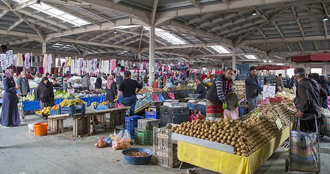 Kapalı pazar yerleri kışın soğuktan koruyor