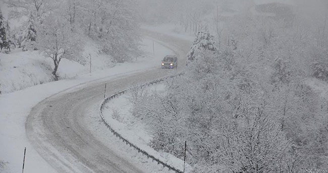 Kar ve tipi nedeniyle Konya'da ulaşıma kapanan yollar