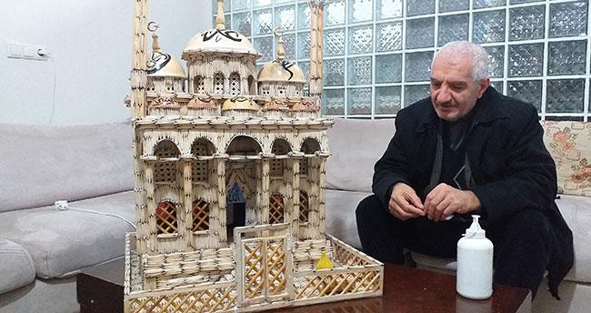 Gözleri görmeden cami inşa etti