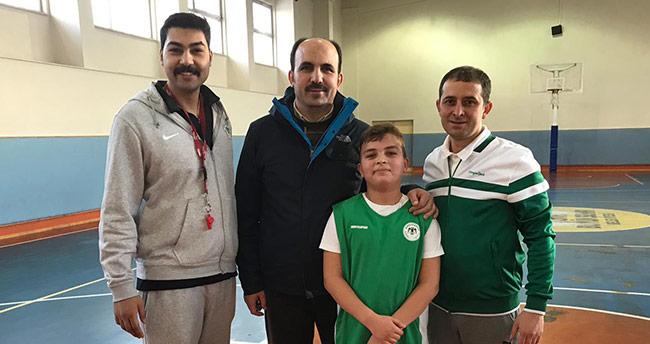Esad Altay, basketbola adım attı
