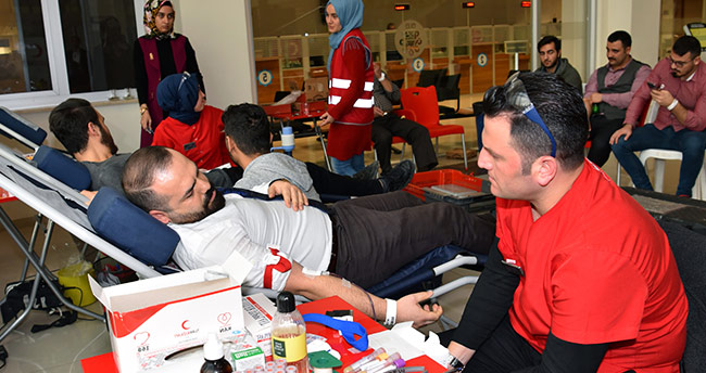 Selçuklu Belediye personelinden Kızılay'a destek