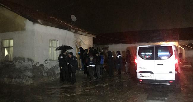 Konya'da anne ve 2 çocuğu evlerinde ölü bulundu