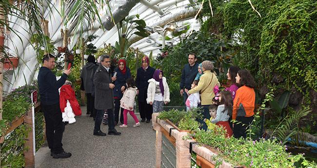 Tropikal Kelebek Bahçesi binlerce öğrenciyi ağırlıyor