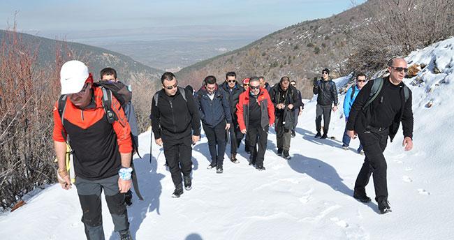 Vali Toprak, Akşehir'de doğa yürüyüşüne katıldı