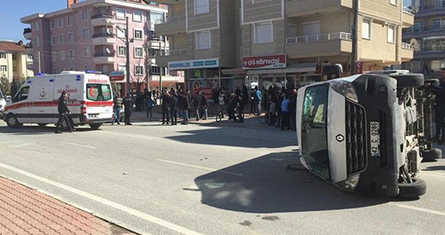 Konya'da öğrenci servisi ile otomobil çarpıştı: 7 yaralı