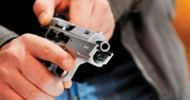 Ziyarete gittiği iş yerinde silahlı soygun girişimini önledi