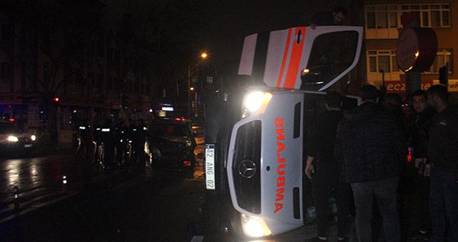Konya'da ambulans ile polis aracı çarpıştı: 5 yaralı