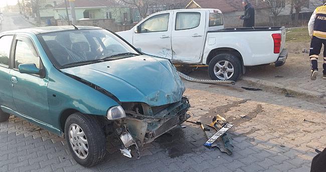 Konya'da pikap ile otomobil çarpıştı: 2 yaralı
