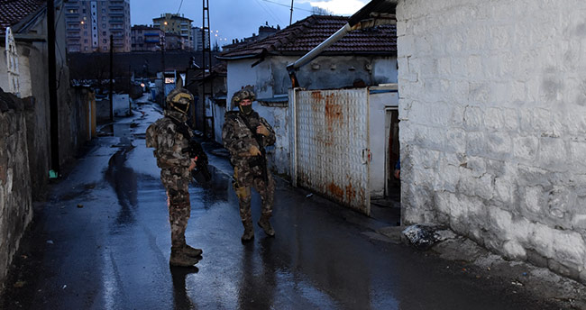 """Kayseri merkezli """"renkli reçete"""" operasyonu: 25 gözaltı"""