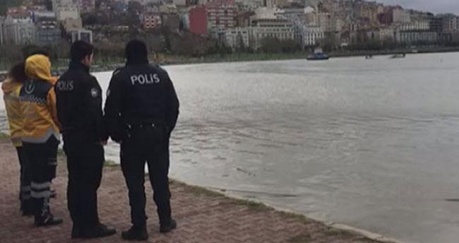 Haliç'te sandal alabora oldu, 2 kişi kurtarıldı