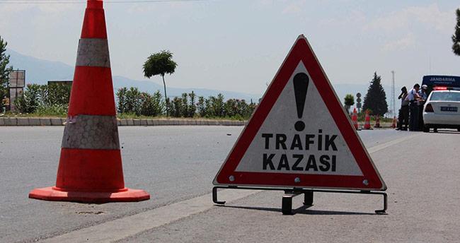 Konya'da kamyonet tabelaya çarptı: 1 ölü, 5 yaralı