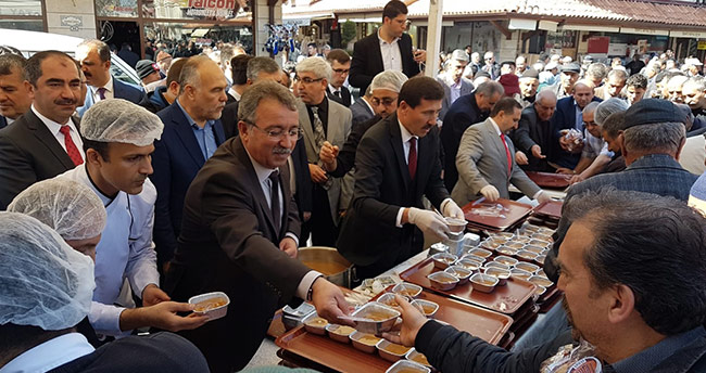 Karatay Belediyesi hoşaf ve ekmek ikram etti