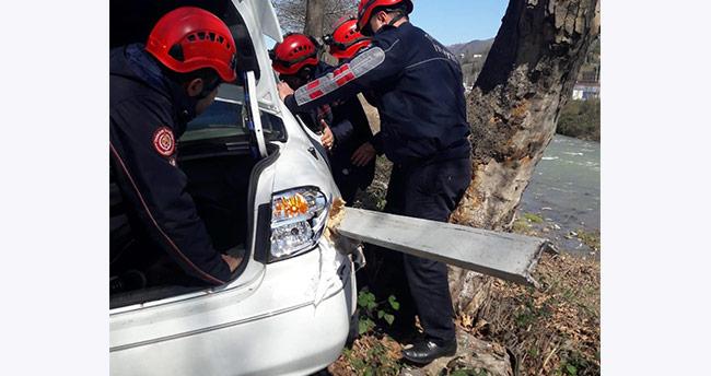 Trabzon'da feci kaza, karnına bariyer saplandı