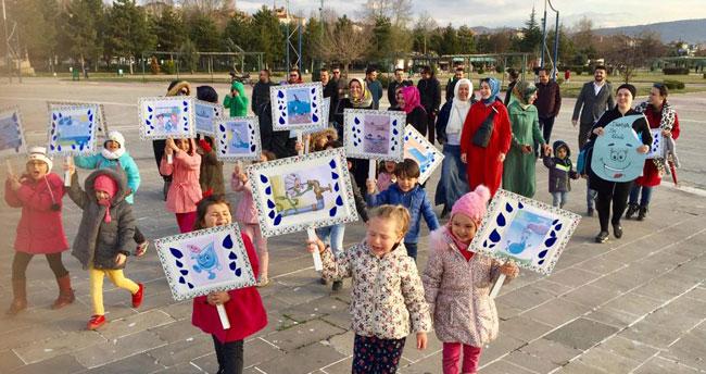 Konya'da öğrenciler suyun önemine dikkat için yürüdü
