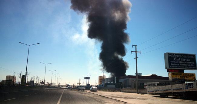 Aksaray-Adana karayolunda depo yangını!