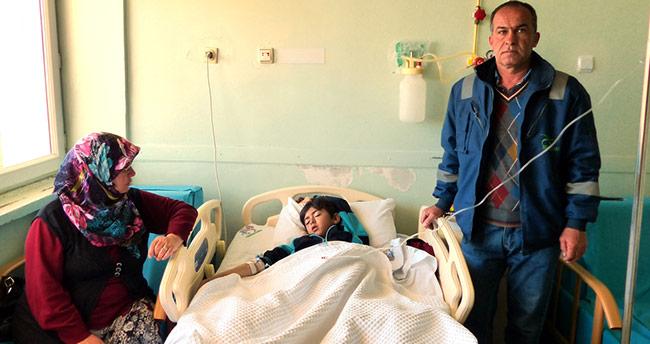 Okula giderken köpeklerin saldırdığı çocuk yaralandı