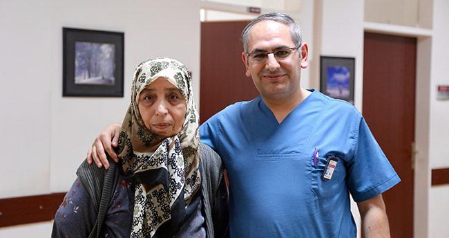 Felçli geldiği hastaneden yürüyerek taburcu edildi