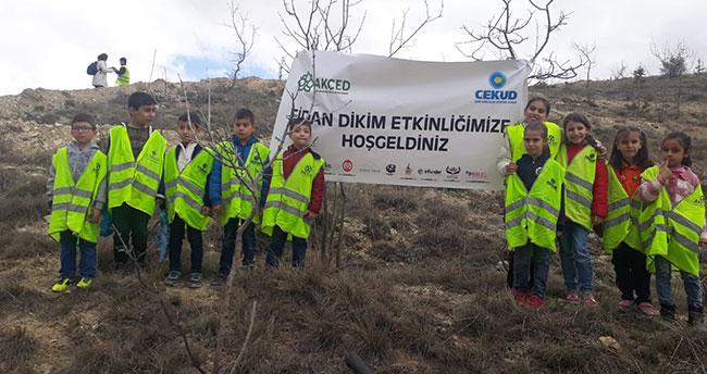 Konya'da bin 500 fidan toprakla buluştu