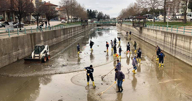 Beyşehir'de kanallarda bahar temizliği