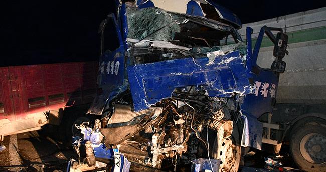 Konya'da kamyon ile tır çarpıştı: 2 yaralı