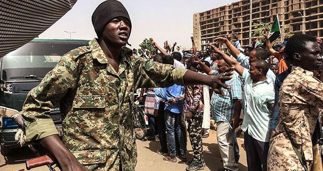 Sudan'da Beşir döneminin sonu: Ordu yönetime el koydu!