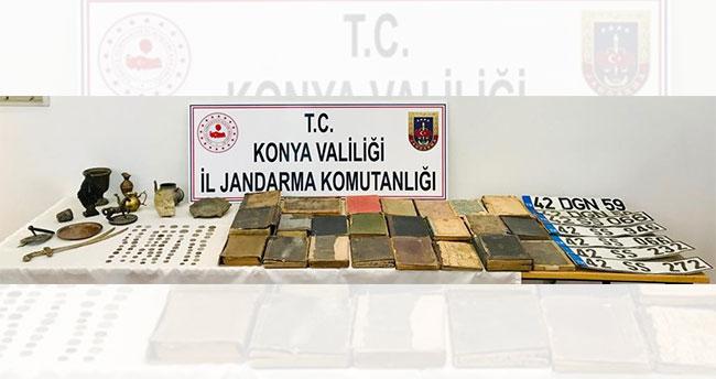 Konya'da jandarma operasyonuyla 142 parça tarihi eser ele geçirildi