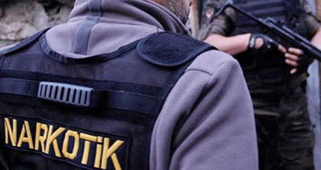 Uluslararası sularda uyuşturucu tacirlerine büyük operasyon