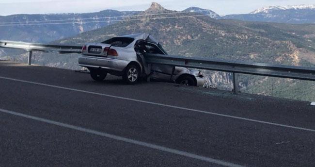 Karaman'da akılalmaz kaza! Böyle saplandı