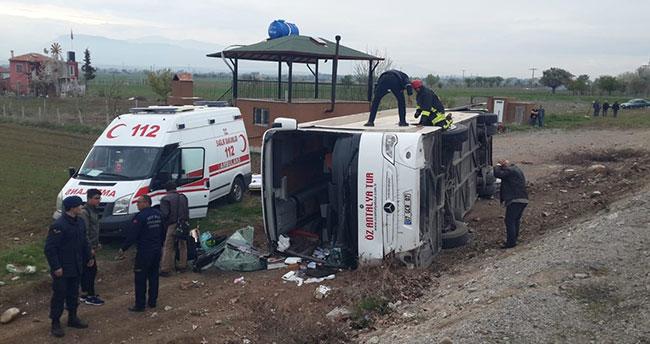 Denizli'de öğrencileri taşıyan otobüs devrildi: 15 yaralı