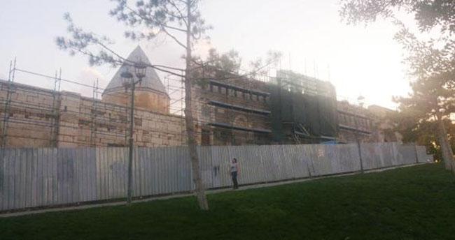 Konya'da Vakıflar Bölge Müdürlüğü'nden Selçuklu sultanlarının kabrinde kapsamlı restorasyon