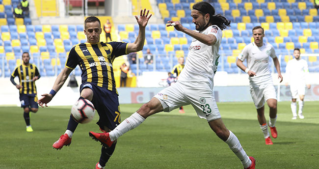 Konyaspor taraftarının alınmadığı maça yeşil-beyazlı yönetim büyük ilgi gösterdi
