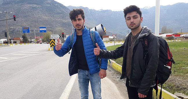 Konya'dan yola çıkan 2 genç otostopla Türkiye'yi geziyor