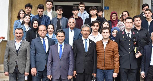 İstanbul'dan gelen öğrenciler Konyalı şehit ailesini ziyaret etti