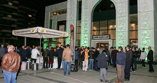 Başkan Altay ve Kavuş, teravih buluşmalarında vatandaşı dinledi
