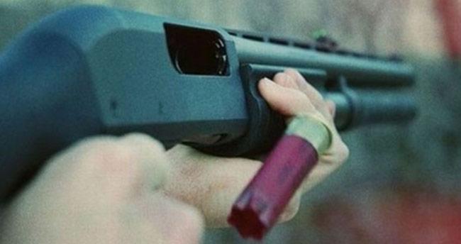 Konya'da kafede tüfekle ateş açan kişiler aranıyor!
