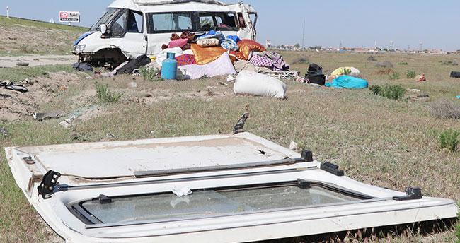 Aksaray- Konya yolunda tarım işçilerini taşıyan minibüs devrildi: 13 yaralı