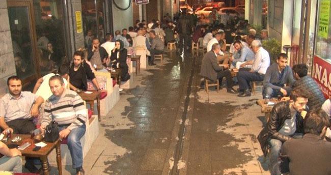 Konya'da iftardan sonra közde çay gelenek haline geldi