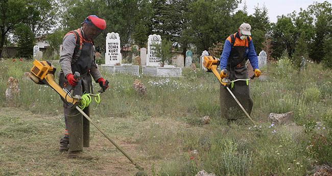 Konya'da bin 614 mezarlık bayrama hazırlanıyor