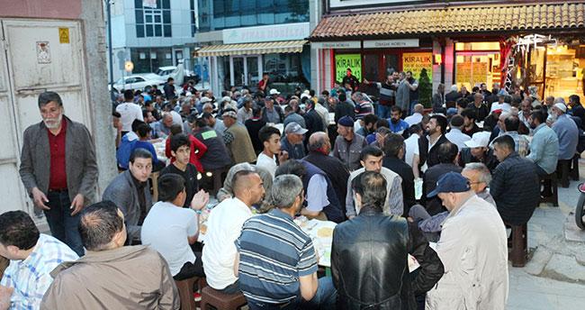"""Konya'da garipler """"Gül iftarı"""" ile sevindiriliyor"""