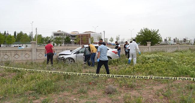 Otomobilde boğazında ip bağlı erkek cesedi bulundu
